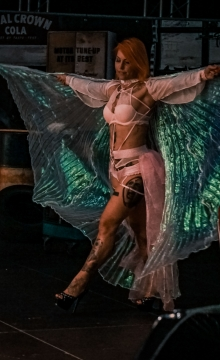 Striptänzerin-Burlesque Shows Melody Sachsen